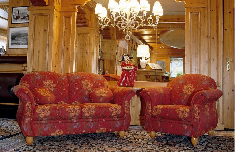 Divani rustici ignifughi per hotel loran salotti for Divani rustici